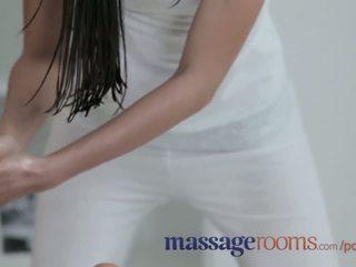การนวด rooms สวยน่าทึ่ง เลสเบี้ยน มี oily สนุก และ intense g-spot orgasms