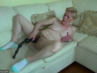 Oldnanny γριά ώριμος/η με μεγάλος dildo masturbate
