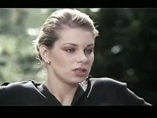 Rapariga vestida gajo nu flashing a partir de morrer nymphomanin catrice 1981