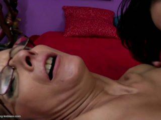 Young Daughter Licks and Fucks Mature Mom: Free HD Porn 1f