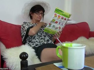 Oldnanny grannies and rumaja is playing with different sextoy