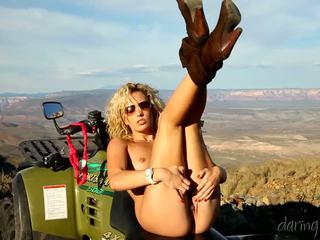 Kiara diane goes 에 그만큼 mountain 과 masturbates 에 그녀의 4x4