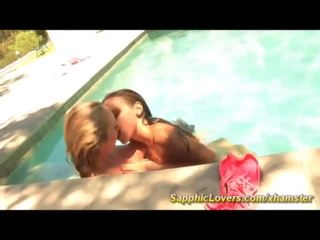 kissing hq, hottest lesbians, ideal fingering