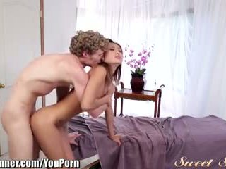 Sweetsinner alina li doggystle sur massage table