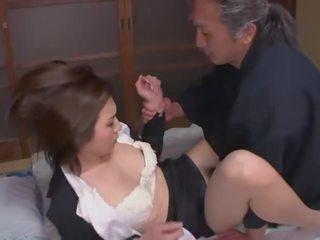 Hataraki người phụ nữ kanno shosetsu không zairyo ni sareta onna henshusha - cảnh 2