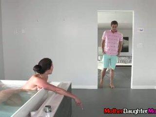 Poeg gets busted spying edasi tema kasuema