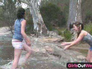 Dekleta out west - aussie lezbijke river seks