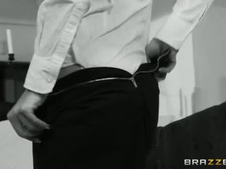 Brazzers - ホット 熟女 brandi 愛 gets いくつかの 若い コック