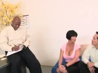 巨乳 妻子, 亚洲人 丈夫 和 dr. bbc