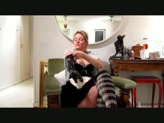 女佣 outfit 和 胶乳 手套, 自由 业余 色情 视频 25