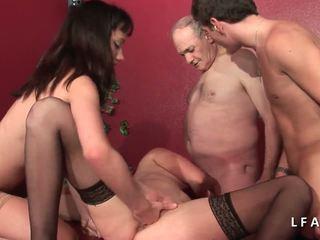 2 jeunes salopes francaises sodomisees dans un klubb.