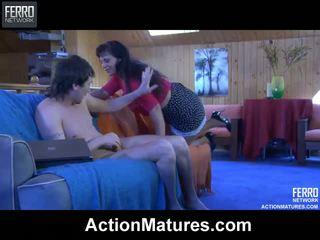 Seductive mature chick shows a hung chap