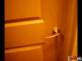 Sneaky amatorskie dziewczyna filmy busting roommate spuszczanie od w the prysznic
