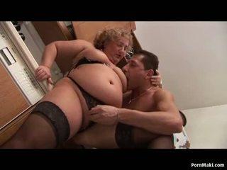 大きな美しい女性 おばあちゃん enjoys 若い ディック