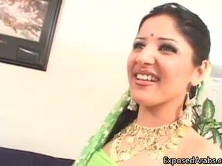意地の悪い arab 娼婦 gets 彼女の プッシー licked