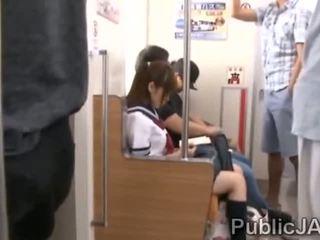 Bunch на възрастни pervs bang японки ученичка при electric влак