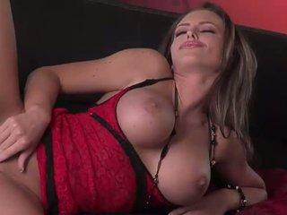 حار الحمار امرأة سمراء الاباحية في أحمر ربط الحذاء الملابس الداخلية does striptease