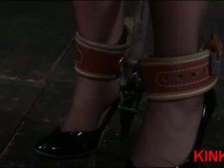 热 女孩 gets tied 硬