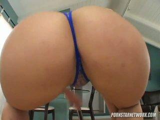 Besar breaster georgia peach shows off beliau apple bottom