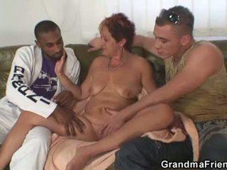Interraciaal trio orgie met oma