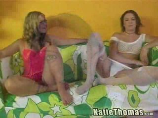 ブロンド と ブルネット 女の子 having 異人種間の 3