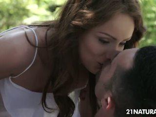 كل امرأة سمراء أفضل, المثالي تقبيل أفضل, الثقب