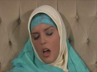 Menakjubkan muslima dalam hijab dengan besar badan adalah yang sexaddict