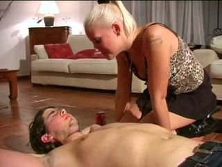 Spitting フェムドム: フリー ボンデージ、支配、サディズム、マゾヒズム ポルノの ビデオ e1