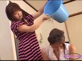 Asiatisch mädchen tied bis bett licked fingered stimulated mit spielzeuge