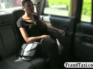 Ebony babe screwed by new taxi driver to off her fare