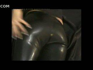 Sexy vajzë në i ngushtë lëkurë pants