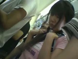 超短裙 女学生 摸索 在 火车
