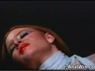 Ginger me një me lesh pidh doing anale klasike