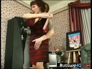 ناضج الروسية مارس الجنس بواسطة ل شاب guy