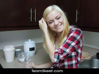 Shesnew mager blondin tonårs chloe foster pov homema