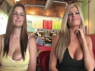 Taryn e danielle mamalhuda bebês público flashing mamas