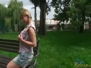 Publiek flashing met katrin kozy