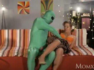 Μαμά lonely νοικοκυρά gets βαθιά καθετήρας από εξωγήινος επί halloween βίντεο