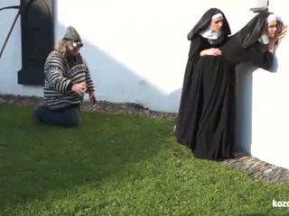 Catholic nuns et la monstre! fou monstre et vaginas!