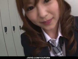Miku airi aasia koolitüdruk blows a suur munn