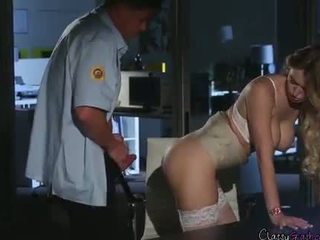 Segurança guard fucks accountant natalia starr em o escritório