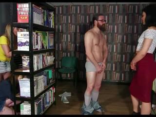 Große Titten Blowjob Bibliothek