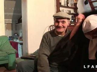 Une vieille nonne baisee et sodomisee par papy et zoon pote