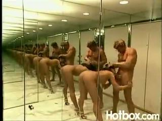 Dru berrymore 鏡子 室