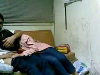 Koreanska flicka knull i studentrummet efter skola