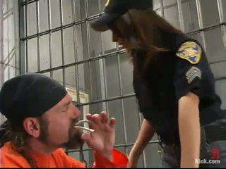 Sleaze ตำรวจ เจ้าหน้าที่ gia jordan dominated และ ทำ ความรัก ใน the ทวาร hole โดย inmate