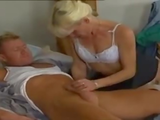 Gepiercte Dreilochstute, Free Anal Porn Video 1e