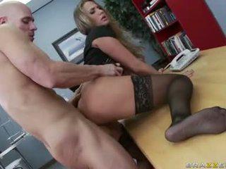 regarder gros seins, tout sexe de bureau, plus bureau baise