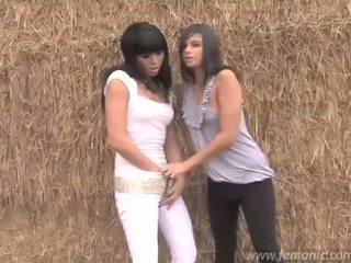 Lesbian pipis gadis sasha & liza