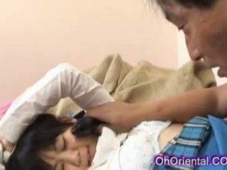 Stram unge asiatisk skolejente